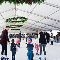 People ice skating at 2017's Winterfest
