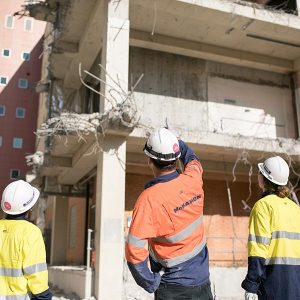 McMahons supervisor talks to Alex and Dale about the demolition happening on site at Lot Fourteen